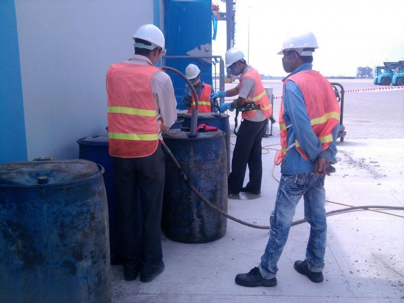 Vệ sinh đường ống- bồn bể chứa dầu công nghiệp