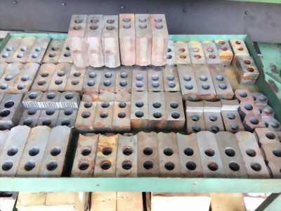 Các loại phụ tùng máy CNC