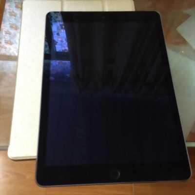 Cần bán gấp Ipad 4 16gb, 4G màu đen ios 9 chính chủ