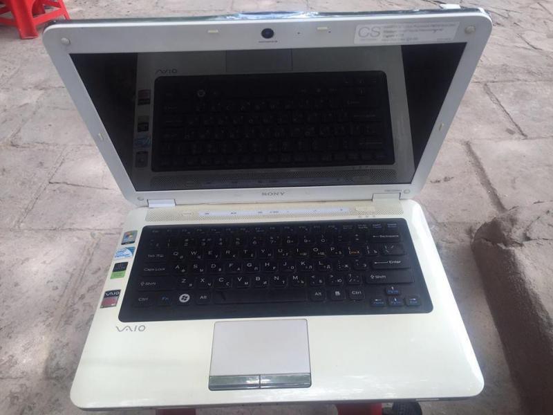 Laptop Cũ Sony Vaio VGN màu trắng Ram 3Gb