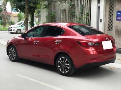 Cần bán siêu phẩm Mazda2, sản xuất 2017, màu đỏ, số tự động, trùm mền