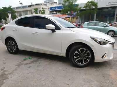 Cần bán xe Mazda2 sedan 2016 số tự động màu trắng tinh.