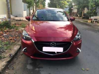Gia đình cần bán xe Mazda 2, sản xuất 2017, số tự động màu đỏ