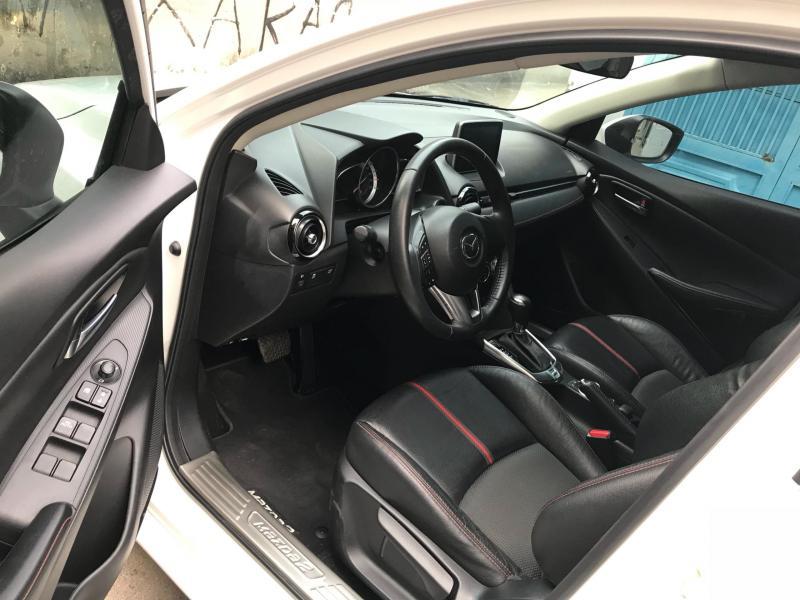 Lên sóng em Mazda 2 model 2017 số tự động màu trắng
