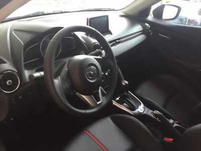 Cần bán nhanh xe Mazda 2 1.5L AT Sedan đời 2017, màu bạc, với giá cực shock.