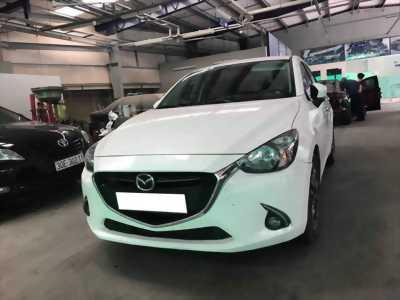 Cần tiền bán gấp Mazda 2 2016 số tự động . Xe màu trắng