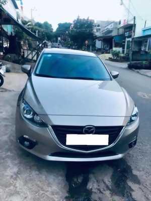 Cần bán xe Mazda3, sản xuất 2016, số tự động màu xám.