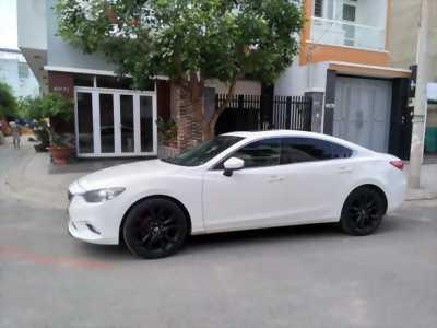Cần bán gấp chiếc Mazda 6 2.5at 2016 màu trắng cực đẹp