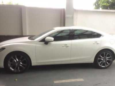 Mình cần bán chiếc Mazda 6 Facelift 2.0 Premium 2017 màu trắng sang trọng với giá tốt