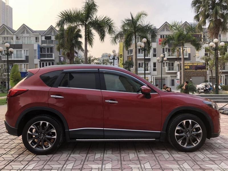 Cần bán xe Mazda Cx5 bản 2.0, sản xuất 2016, banh điện tử, màu đỏ.