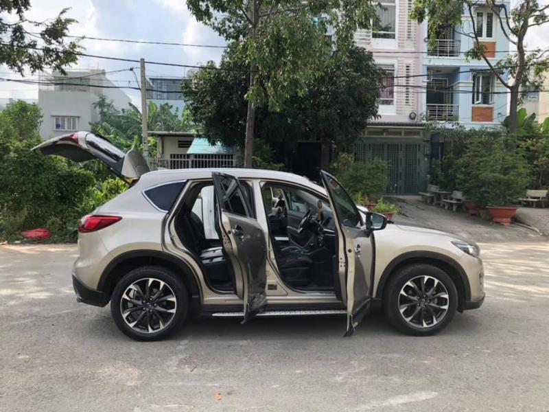 Cần bán Mazda CX-5 2017 số tự động màu Vàng hoàng kim.
