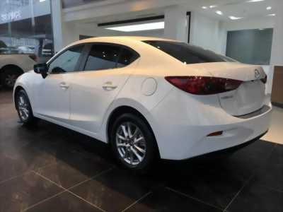 Cần sang nhượng lại con xe Mazda trắng đời 2016 giá rẻ, có nhu cầu mua nhà nên bán giá đẹp cho mọi người.