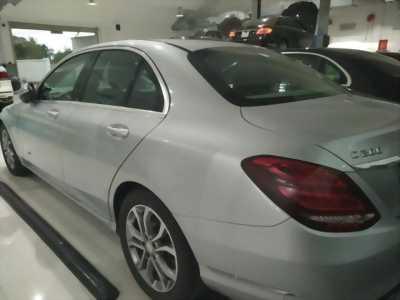 Có chiếc Mercedes C200 mới sản xuấn hồi 2015 cần bán lại