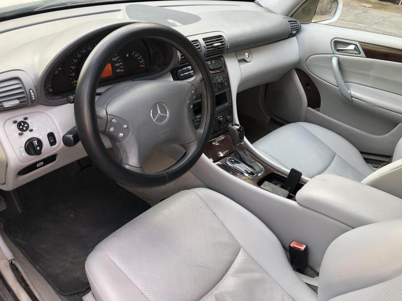 Bán Mercedes C200 màu Trắng 2002