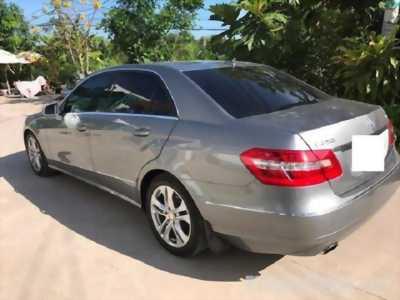 Mình cần nhượng lại chiếc Mercedes E250 màu xám, sản xuất 2009 giá bao rẻ