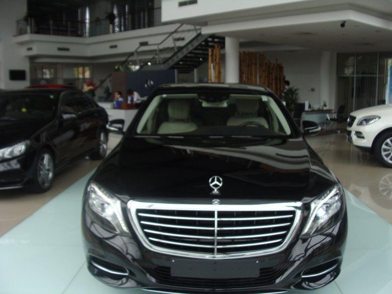 Cần bán chiếc Mercedes S400L 2014, màu đen bóng bẩy siêu đẹp với giá tốt