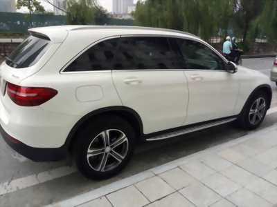 Cần bán xe Mercedes GLC 250 2017 màu trắng cực đẹp,zin