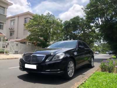 Vỡ nợ  bán xe Mercedes E300 đời 2011, màu đen bóng