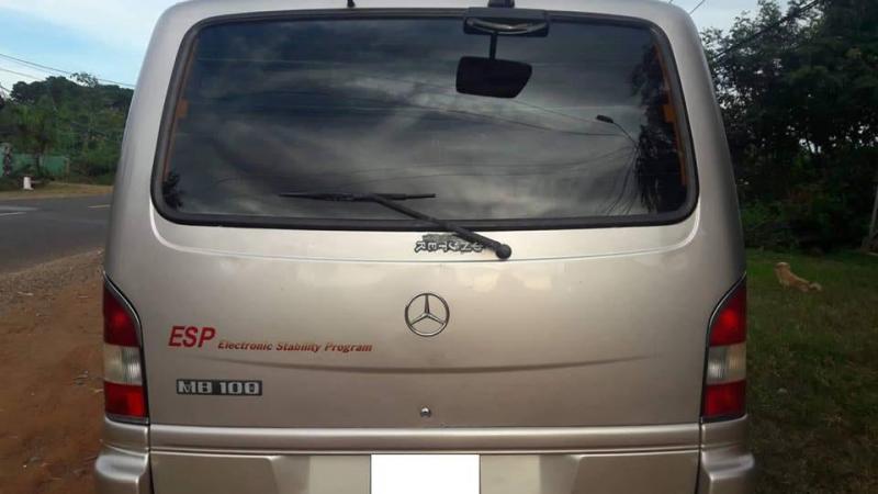 Mercedes MB100 loại 9 chỗ ngồi đời 2005 màu bạc