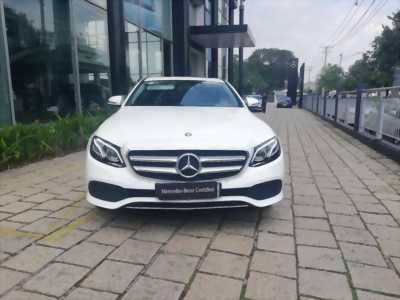 Chuyên xe Mercedes Lướt E250 Trắng, ĐK 8/2018, Chính hãng Bán