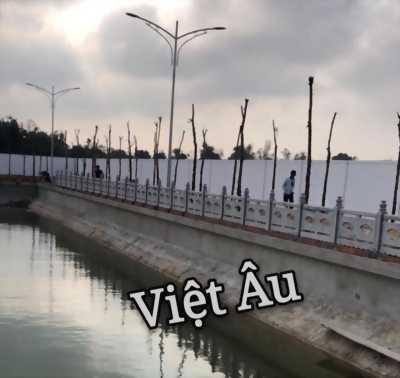 Bờ kè hàng rào Việt Âu