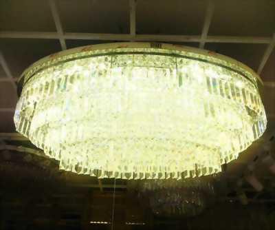 Bán đèn ốp trần pha lê còn mới (mới mua 1 năm)