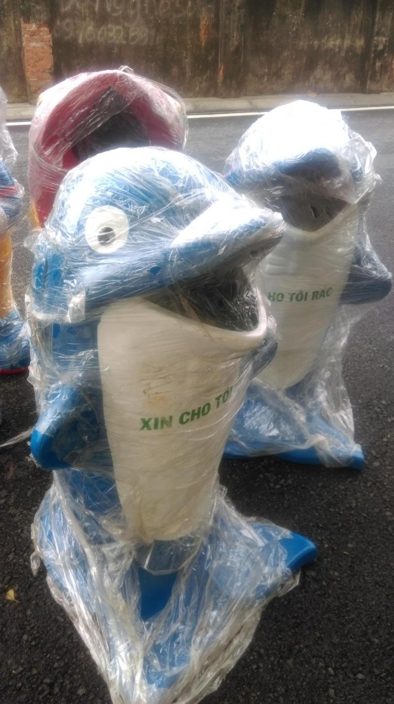 Thùng rắc cá heo,cá chép,thùng rác chuột mickey