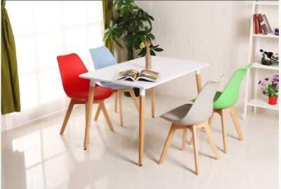 Ghế nhựa chân gỗ (tròn) - Eames E07 - Cho nhà hàng, cafe