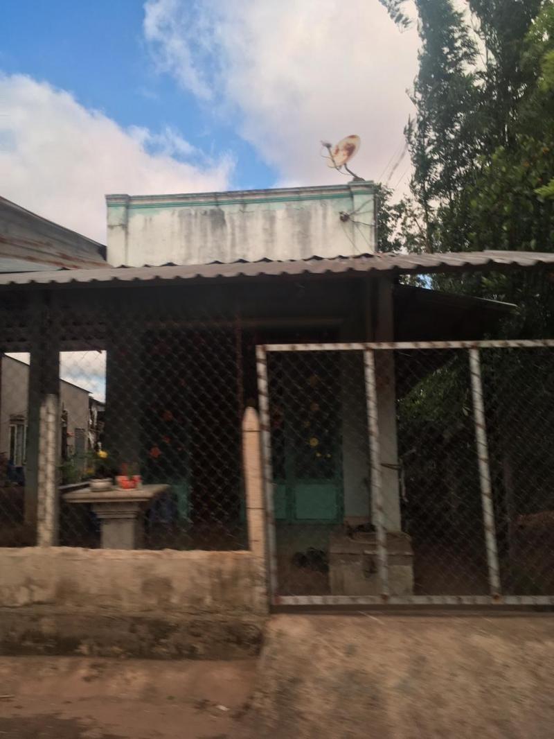 Cần bán căn nhà cấp 4 gần quốc lộ 13 dân cư đông