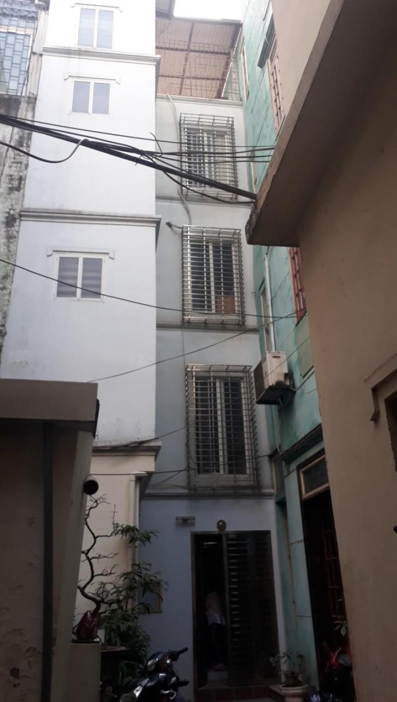 Có căn nhà rất đẹp và thoáng ở phố yên ninh. 4 tầng dt 28m2, . giá 2.7 tỷ.