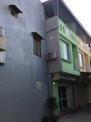 Nhà 3 tầng giá 640 Triệu, ôtô đỗ tận nhà. Đường chùa nghèo