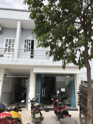 Bán nhà mới xây gần trung tâm thương, đã hoàn công và có thể dọn vào ở ngay.