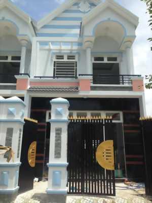 Bán nhà ngay chợ Hưng Long thích hợp ở,1 trệt 1 lầu 850tr.