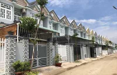 Bán GẤP căn nhà nằm trên mt QL50 Bình Chánh, dt 105m2
