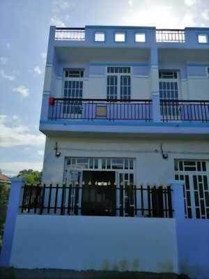 Bán nhà 4m * 7m trệt, lầu, 2 phòng ngủ, xe hơi vào tận nơi tọa lạc ngay cầu Cần Giuộc