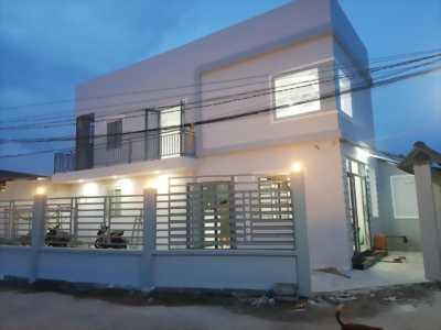 Kẹt tiền cần bán gấp căn nhà mới xây góc 2 mặt tiền hẻm xe hơi xã Phước Lâm, Cần Giuộc, Long An