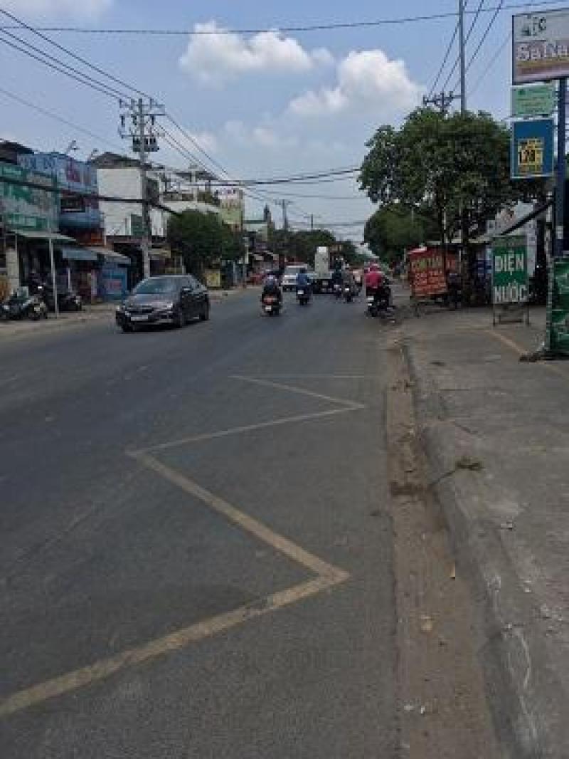 Đúc lửng 6 x 17m giá 6 tỷ 200 triệu mặt tiền đường Lê Thị Nho.
