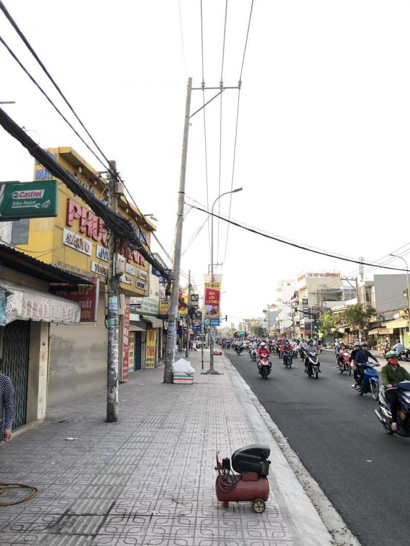 Cho thuê nhà góc 2 mặt tiền đường Huỳnh Tấn Phát gần ngã tư Phú Thuận, hướng Tây. giá 26tr/tháng