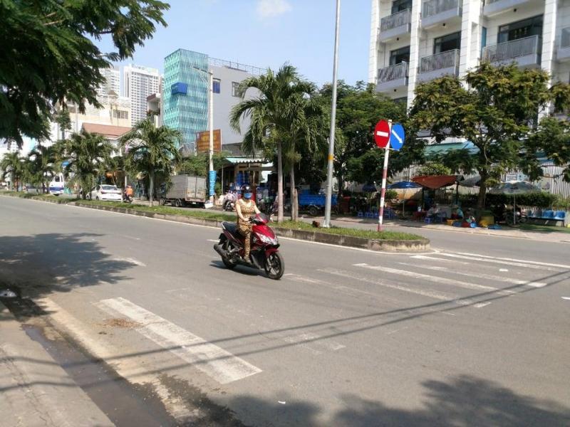 Nhà 3 lầu, 5P 5WC mặt tiền Phú Thuận, đường lớn, vỉa hè rộng, tiện kinh doanh