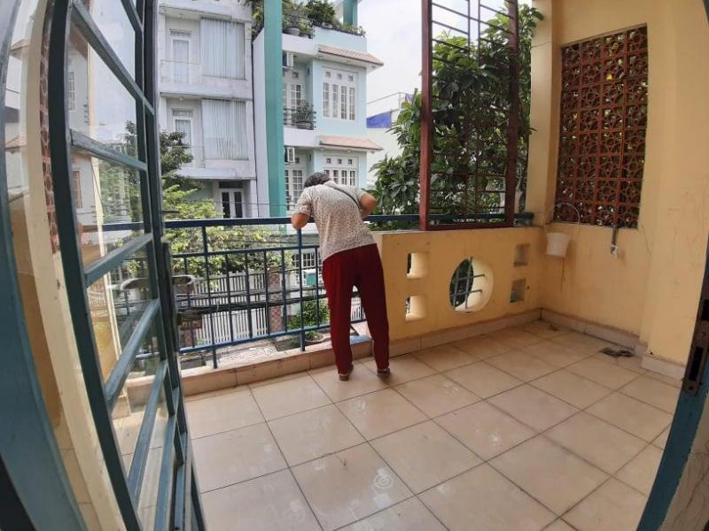 Cho thuê nhà Q7, 1 trệt, 3 lầu, 5 phòng có ban công mặt tiền đường nội bộ Huỳnh Tấn Phát.