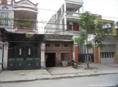 Mình cần bán nhà mặt phố Sơn Tây 200m2, C4, mặt tiền 6m, giá rẻ