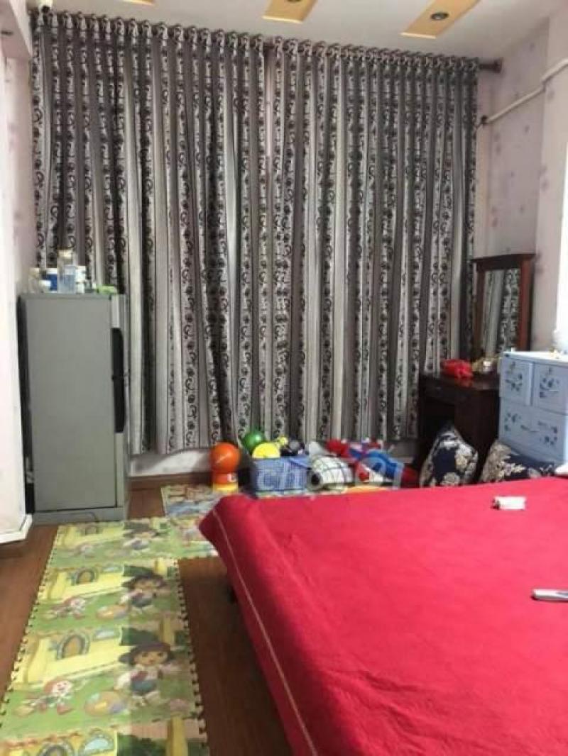 Cho thuê nhà riêng phố Hoàng Hoa Thám, Bưởi 30m2x5T, 3PN khép kín full đồ, nhà đẹp, giá 10 triệu/tháng