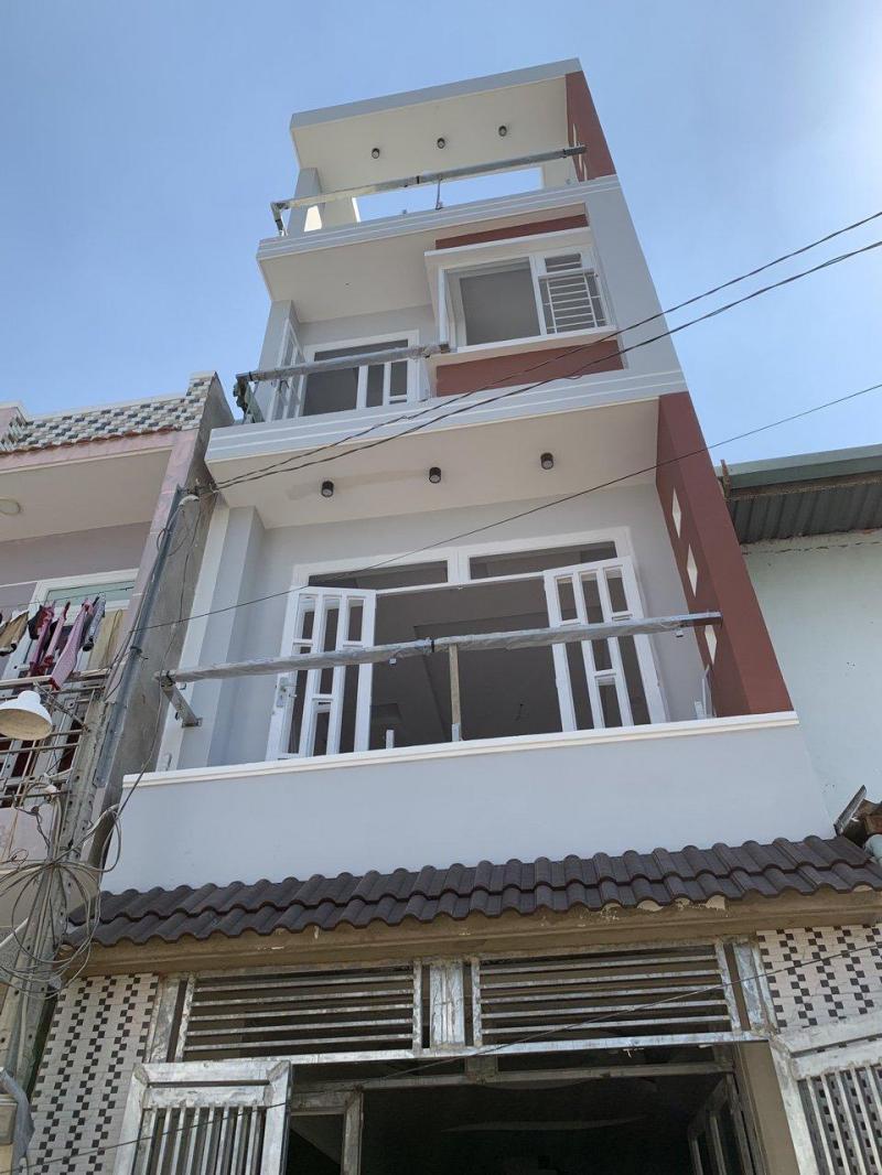 Bán nhà 1 trệt 2 lầu, sân thượng trước sau, dt: 4x15m, LK 5-6