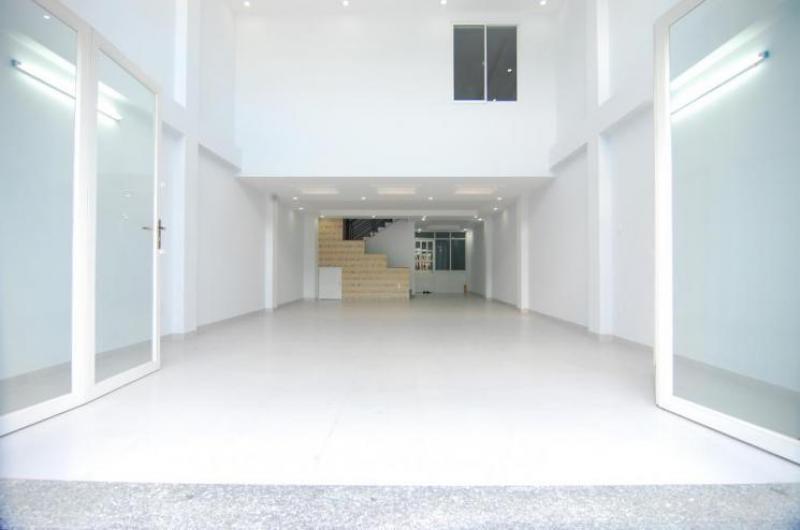 Cho thuê nhà mặt tiền nguyên căn , lững 3 lầu , nhà đẹp , đường trần văn khéo