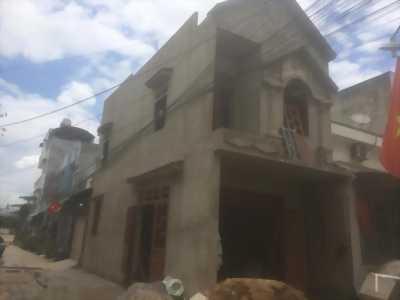 Bán nhà đang xây sắp hoàn thiện dân cư đông, Bình Dương