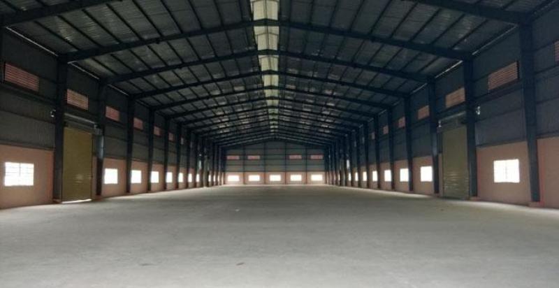 Nhà xưởng mặt tiền đường Nguyễn Hữu Trí, Tân Bửu, Bến Lức. Diện tích. 3800m2. XD: 2200m2. Giá 140tr