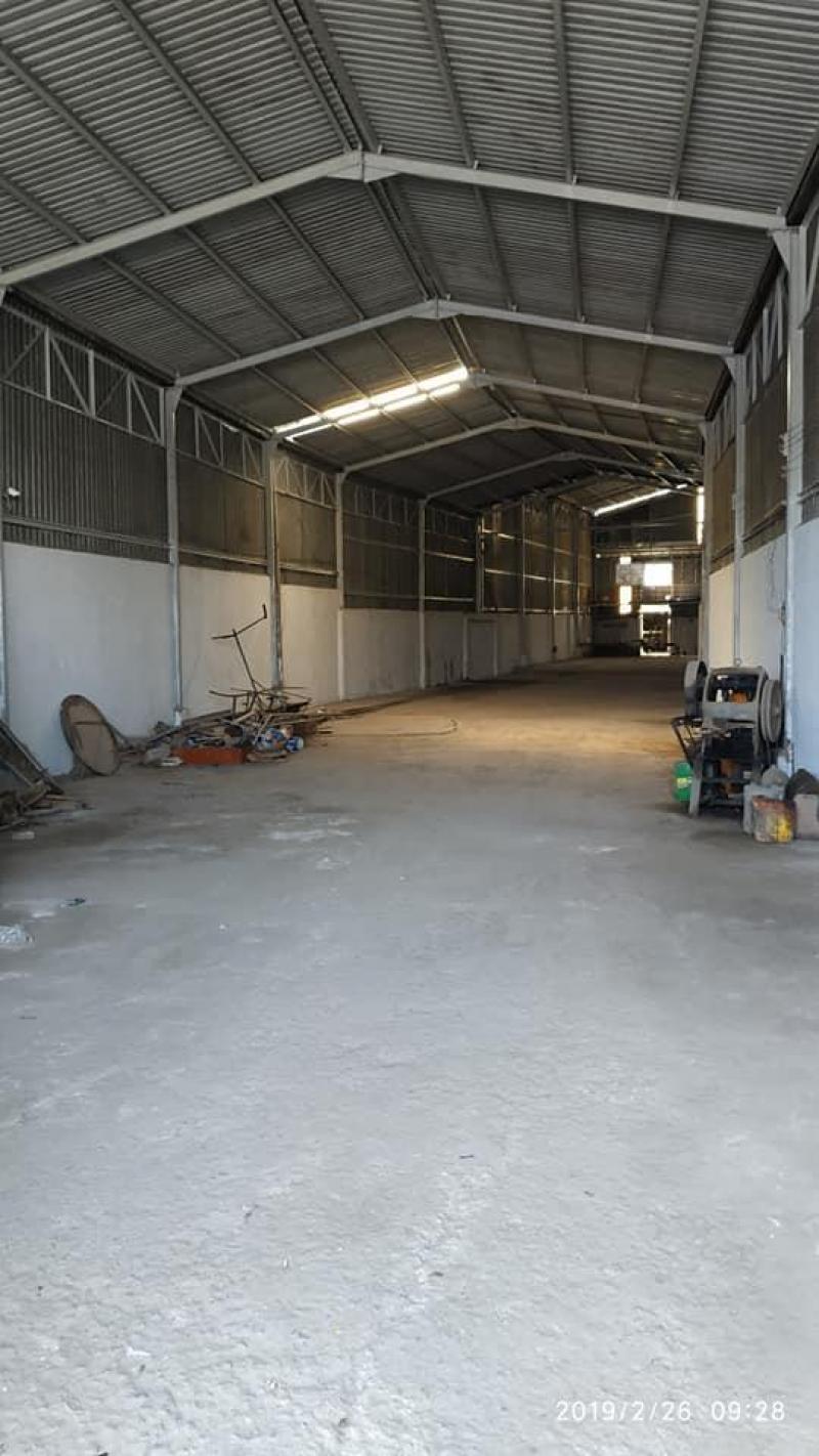 Cho thuê nhà xưởng 450m2 mặt tiền gần Chợ Bình Chánh giá 20 triệu/tháng. LH: 0938.101.316 Tuấn