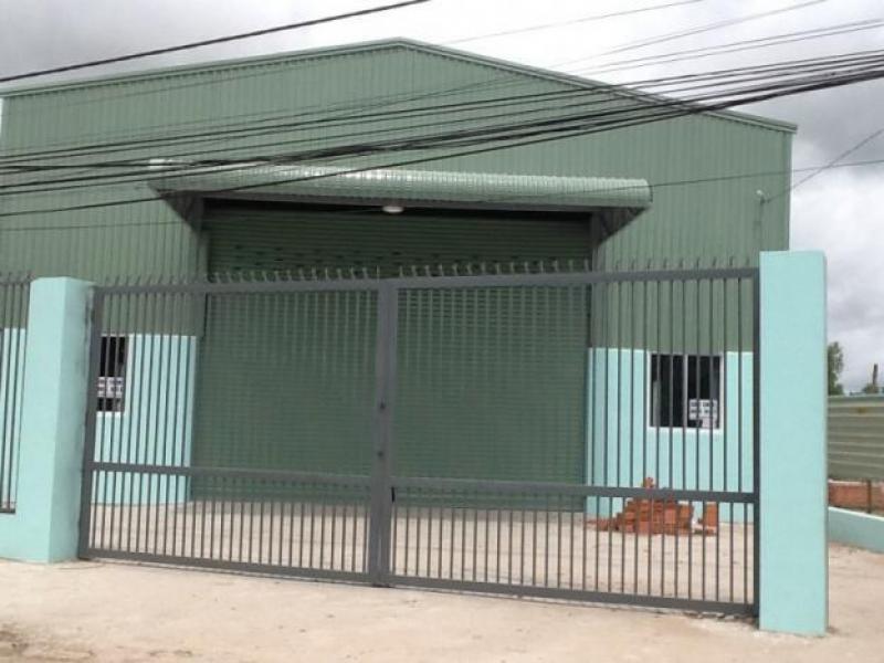 Bán gấp nhà xưởng 470m2, MT Thanh Niên, Bình Chánh, SHr, giá: 2 tỷ