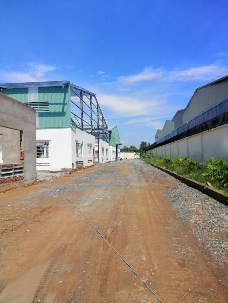 4 xưởng (2.700m2) trong Cụm CN Đức Hòa Hạ, Ấp Bình Tiền, Đức Hòa, Long An.