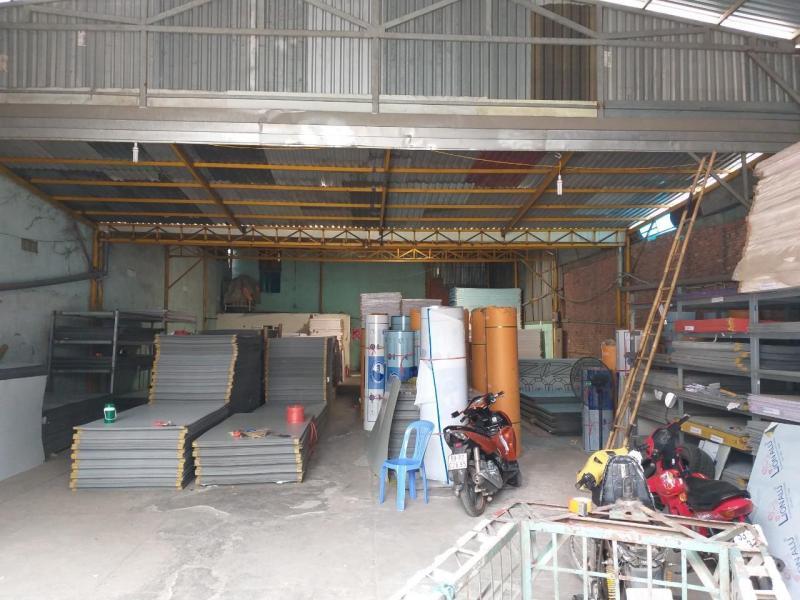 Cho thuê kho xưởng 320m2, đường Phan Văn Hớn, Quận 12. Đường rộng 8m, xe container vào được